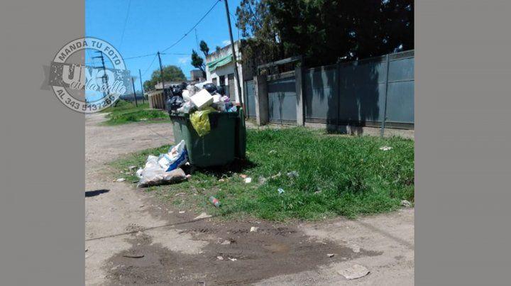 En calle Miguel David y ruta 12 no pasa el basurero hace dos semanas y media