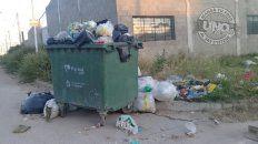 En la zona sudeste, calle Caputto los contenedores no dan abasto.