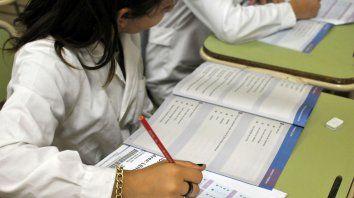Multicausalidad. En resultados inciden estilos de enseñanza, clima escolar y estímulos familiares entre otros.