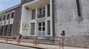 Puertas adentro. La escuela técnica Nº 1 donde asistía el menor, que sería hostigado por sus compañeros.