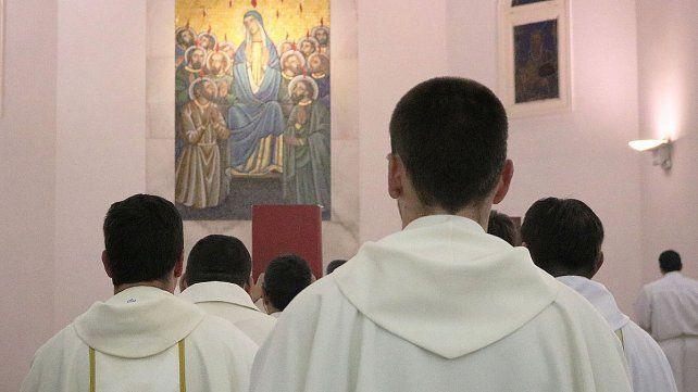 La falta de curas lleva a la Iglesia Católica a discutir la ordenación de hombres casados