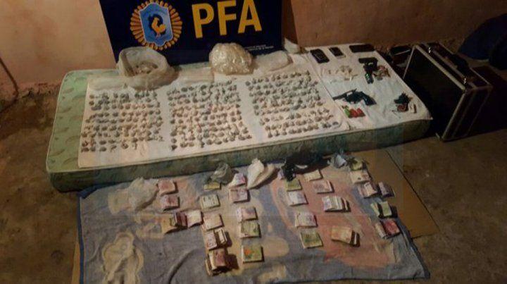 Evidencias. En los allanamientos incautaron cocaína y marihuana fraccionada para la venta.
