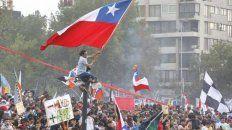 Colmada. La Plaza Italia en Santiago lució repleta de ciudadanos que quieren cambios profundos.