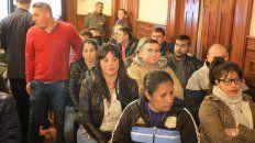 Pareja. Daniel Celis y Fernanda Orundes Ayala están siempre juntos durante el desarrollo del juicio.