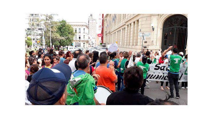 Trabajadores de ATE protestaron frente al municipio