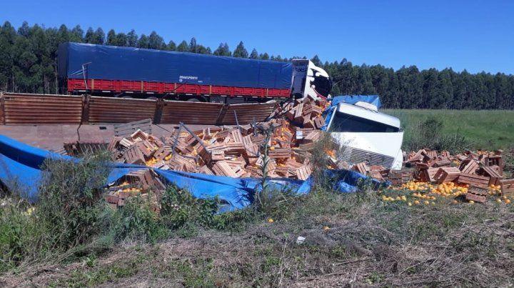 Volcó el camión lleno de citrus en la autovía 14