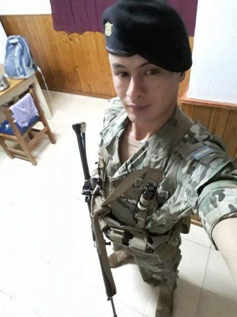 Lucas es soldado voluntario y tocoa en la banda de la II Brigada Aérea.
