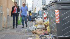 penosa. La basura no se recoge hace una semana, pero hay barrios donde se acumula desde hace más días.