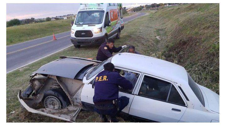 Encontraron a un joven semiinconsciente en un auto