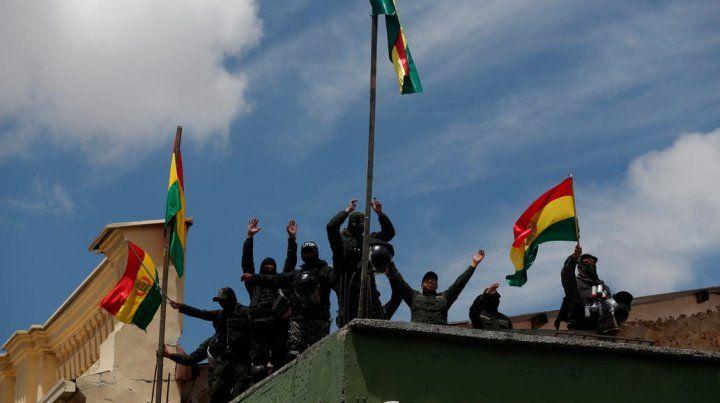 Tensión en Bolivia: se amotinaron los policías que custodian el Palacio