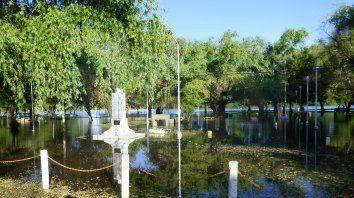 Inundado. El balneario Itapé está totalmente bajo agua y se espera que la bajante posibilite los arreglos.