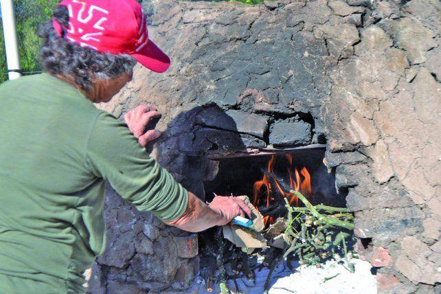 Muchas hacen su propio pan y también lo venden en feria