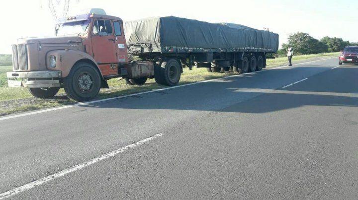 Una tarde con choque de camiones y el vuelco de un auto