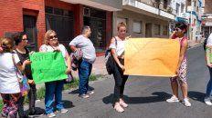 maestras de apoyo y cuidadoras exigieron cobrar por su trabajo