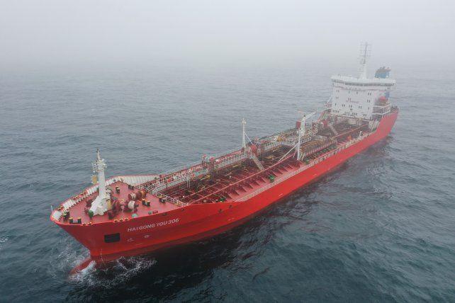 Greenpeace encontró una monstruosa estación de servicio flotante
