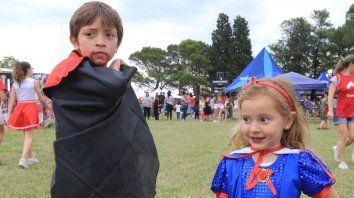 en el cae la fiesta de disfraces fue exclusivamente para los pequenos