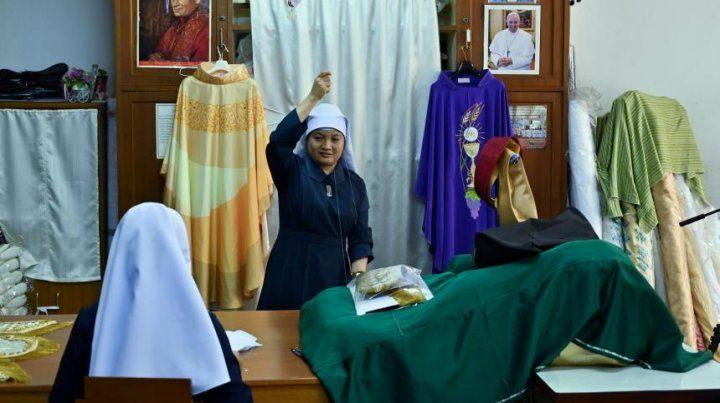 Sotanas de seda esperan al Papa en Tailandia
