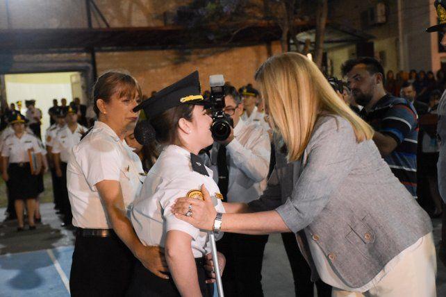 <b>Superación.</b> La ministra Romero destacó la valentía de la oficial.