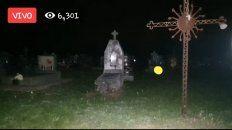 Video: Un mexicano ingresó al cementerio a buscar ánimas en pena