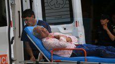 En ambulancia retiraron al dueño del local trucho