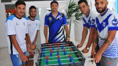 La previa fue con un partido de metegol. Ahora se vienen los 180 minutos más importante de la historia de la Liga Paranaense de Fútbol.