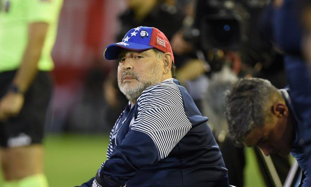 Maradona se metió en la política de Boca y atendió a Riquelme