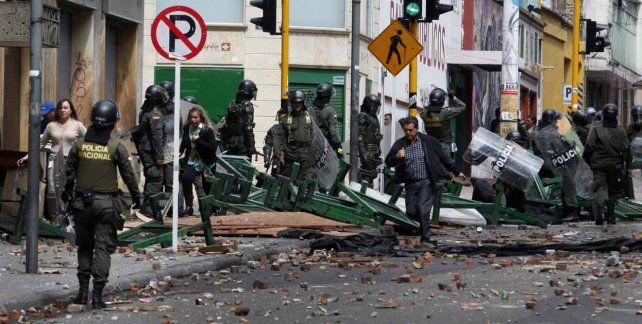 Extienden el toque de queda en Bogotá y denuncian complot
