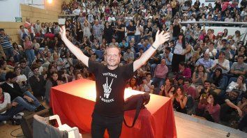 furor por dario sztajnszrajber en una charla sobre filosofia