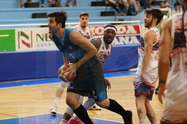 Alejandro Zilli fue el goleador del AEC y del partido con 25 puntos.