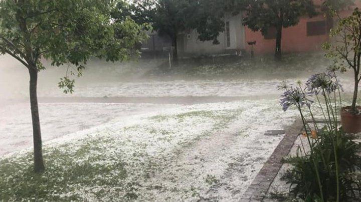 Las imágenes de una granizada histórica en Santa Elena