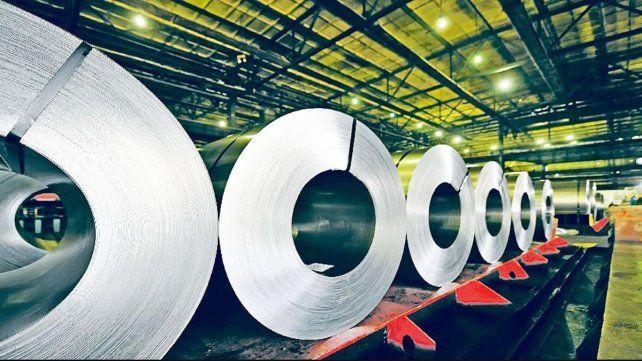 Trump restableció aranceles de importación al acero y aluminio argentino