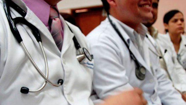 Médicos y médicas celebran hoy su día con vocación y compromiso