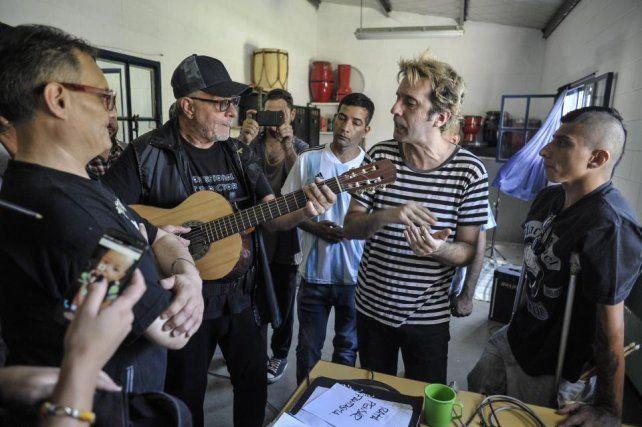 León lo hizo de nuevo: tocó toda una tarde en una cárcel bonaerense