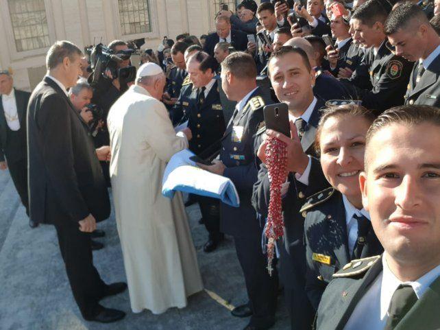 Videos: El Papa hizo selfies con cadetes y policías entrerrianos