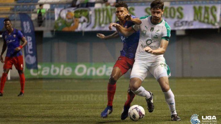 Gaba rápidamente se ganó un lugar en el equipo. En su segundo encuentro entró en la alineación inicial de Costa del Este FC. En total disputó 13 de los 16 encuentros de la fase regular.