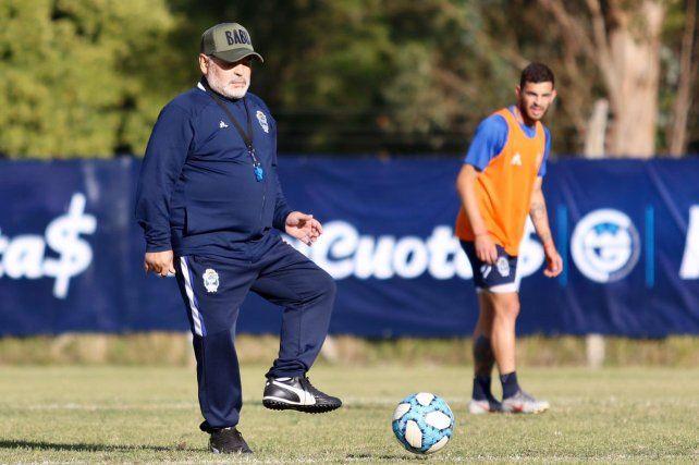 Maradona continuará en Gimnasia en el 2020