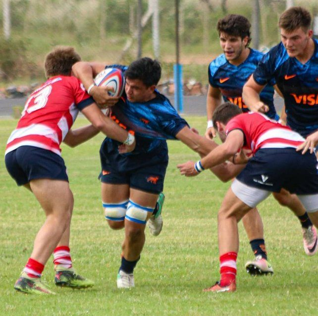 El juvenil del CAE sumó varios minutos en el equipo argentino.