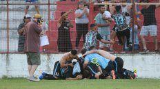 Los jugadores del Mondonguero festejan el cetro local.