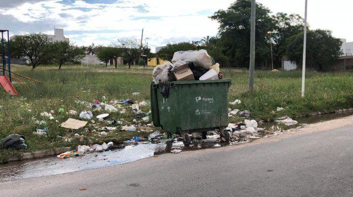 Paraná muestra otra vez una gran acumulación de basura en las calles por falta de recolección