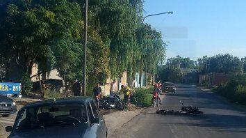 dos motociclistas heridos al chocar