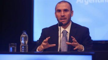guzman: la situacion de la deuda es insostenible