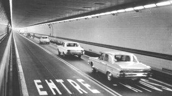 con mucha pena y casi nada de gloria pasaron los 50 anos del tunel