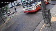 motociclista murio en impactante choque contra un colectivo