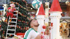Eric Remedi hace jugaditas en la víspera de Navidad.