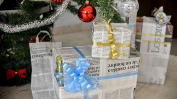 Ideas para envolver y decorar regalos con papel de diario