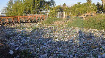 los arroyos se ocultan, abandonan y contaminan
