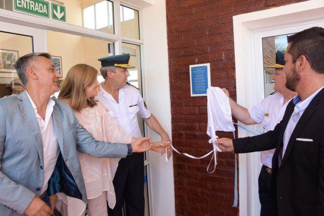 Los funcionarios provinciales durante la inauguración de la sede.
