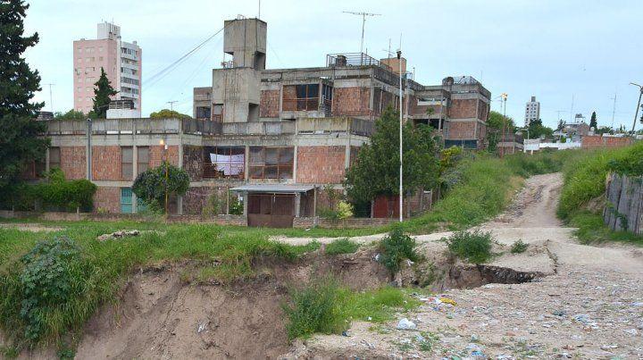 El barrio está a la vera del arroyo Antoñico.