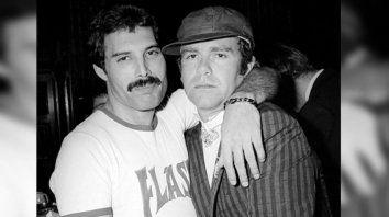 Freddie junto a su amigo Elton John.