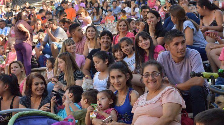 Familias enteras disfrutar la fiesta.